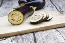 Aubergine on chopping board — Stock Photo
