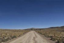 Боливия, Альтиплано, пустыня грунтовой дороге в горах отправиться из Ла-Паса в Кочабамбе — стоковое фото