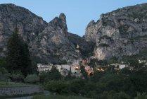 France, Alpes-de-Haute-Provence, View to village Moustiers-Sainte-Marie in the evening — Stock Photo