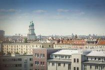 Germania, Berlino, Frankfurter Tor sui tetti degli edifici circostanti — Foto stock
