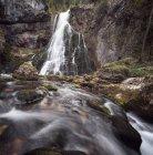 Голлинг водопад поверхности уровня представления — стоковое фото