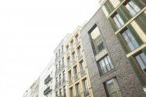 Німеччина, Берлін, ряд сучасних будинків міста — стокове фото