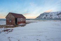 View of Abandoned red cabin, Lofoten, Norway — Stock Photo