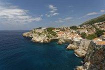 Croazia, Dubrovnik, Città vecchia, Fort Lovrijenac contro l'acqua — Foto stock