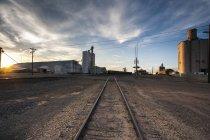 Vue de l'ancienne usine de distribution de céréales, États-Unis — Photo de stock