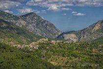 Italy, Marche district, Gola della Rossa Nature Park, view of the village Pierosara — Stock Photo