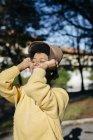 Beautiful black woman wearing hat outdoor in autumn — Stock Photo