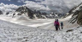 Switzerland, Pennine Alps, Mountaineers at the Otemma Glacier — Stock Photo