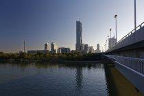Austria, Vienna, Donau City e DC Tower al crepuscolo — Foto stock