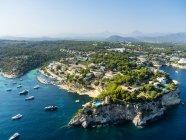 Spagna, Maiorca, Palma di Maiorca, Veduta aerea di ville e yacht vicino a Portals Vells — Foto stock