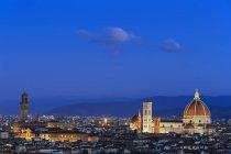 Itália, Toscana, Florença, Cityscape, vista da Cattedrale di Santa Maria del Fiore, à noite — Fotografia de Stock