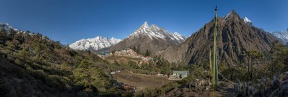 Nepal, Himalaya, Khumbu, Tengboche en las montañas - foto de stock