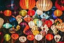 Вьетнам, шелковые фонари в ночное время — стоковое фото