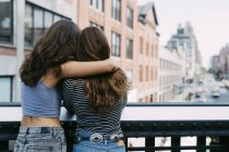Two friends enjoying the view of the city — Stock Photo