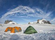 Greenland, Schweizerland, Kulusuk, tendopoli durante il giorno — Foto stock