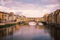 Italy, Florence, River Arno and Ponte Vecchio at sunset — Stock Photo