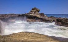 Indonesia, Bali, rocky coast, waves — Stock Photo