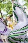 Dançarina folclorista mexicano vestindo vestido tradicional — Fotografia de Stock