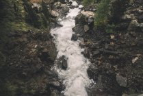 España, Benasque, fluir de un río - foto de stock
