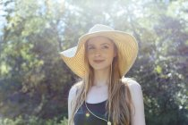 Portrait of smiling young woman wearing summer hat — Stock Photo