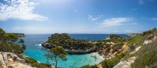 Spagna, Baleari, Maiorca, Veduta della baia Calo des Moro durante il giorno — Foto stock