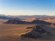 Africa, Namibia, Hardap, Hammerstein, Kulala Wilderness Reserve, Tsaris Mountains, Sossusvlei Region, Namib desert at sunset — Stock Photo