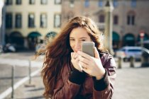 Woman taking a selfie with the smart phone — Stock Photo