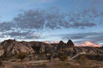 Formazioni rocciose di Turchia, Cappadocia, la sera — Foto stock