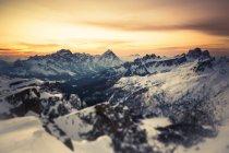 Alpes italianos no inverno ao pôr do sol — Fotografia de Stock