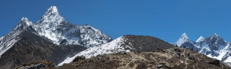 Ama Dablam pendant la journée, Khumbu, Népal, région de l'Everest, Himalaya — Photo de stock