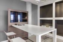 Sala riunioni vuota, ufficio interior design moderno — Foto stock