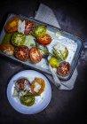 Cuit au four des tranches de tomates colorées — Photo de stock