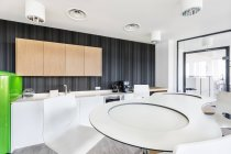 Sala pausa vuota nell'interiore moderno dell'ufficio — Foto stock
