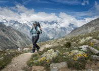 Switzerland, Valais, Wiwannihorn, woman hiking in mountains — Stock Photo