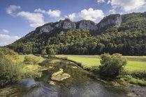 Alemanha, Baden-Wuerttemberg, distrito de Sigmaringen, Danúbio, perto de Hausen im Tal — Fotografia de Stock