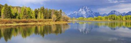 Estados Unidos, Wyoming, Parque Nacional Grand Teton, Jackson lago y gama de Teton, Panorama - foto de stock