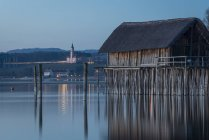 Germania, Lago di Costanza, palafitta a Unteruhldingen sull'acqua — Foto stock