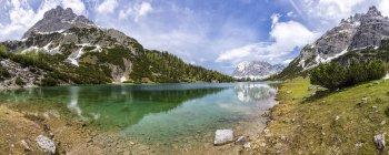 Autriche, Tyrol, Ehrwald, Seebensee with Wetterstein Mountains, Plattspitzen — Photo de stock