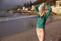 Smiling young woman on beach — Stock Photo
