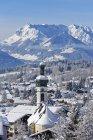Германия, Бавария, верхней Баварии, Кимгау, вид Кимгау зимой, Кайзер горы на заднем плане — стоковое фото