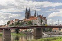Allemagne, Meissen, Découvre au château Albrechtsburg d'Elbe au premier plan — Photo de stock