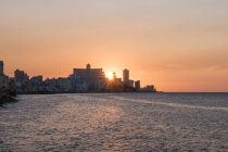 Cuba, L'Avana, tramonto dietro l'Hotel Nacional de Cuba — Foto stock
