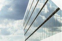 Внешний вид офисного здания Dockland в Гамбурге, Германия — стоковое фото
