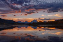 Stati Uniti, Wyoming, Grand Teton National Park, Teton Range, Monte Moran, Oxbow Bend, serpente fiume al tramonto — Foto stock