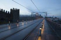 Rails de métro sur le pont Ponte Luiz I — Photo de stock
