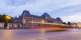 Belgio, Bruxelles, Palazzo Reale di Bruxelles la sera — Foto stock