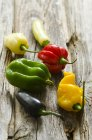 Chiles picantes coloridos - foto de stock
