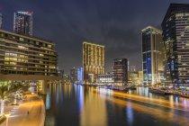 Emirati Arabi Uniti, Dubai, vista sul porto turistico di Dubai di notte — Foto stock