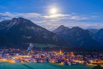 Germany, Bavaria, Allgaeu Alps, Oberstdorf at night — Stock Photo