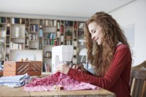 Woman using sewing machine — Stock Photo